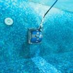 Mantenimiento en piscinas de fibra limpiasuelo